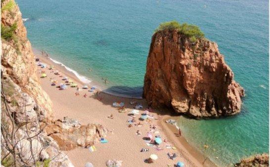 这7个海滩让你不再去挤BARCELONETA人满为患的海滩。